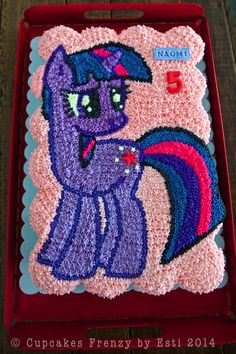 Vanilla and Oreo pull apart cupcakes cake with Twilight Sparkle theme, Mariel's order for her daughter birthday party in school. My Little Pony Birthday Party, Birthday Cake Girls, Unicorn Birthday, 5th Birthday, Birthday Ideas, Daughter Birthday, Happy Birthday, Pull Apart Cupcake Cake, Pull Apart Cake