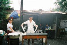 Open Air Küche: Vor allem in den kleinen Seitenstraßen und Gassen bieten viele kleien Händler ihre Produkte an.