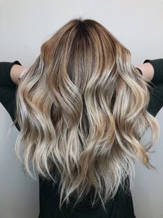 Summer blonde soft, lived-in natural balayage