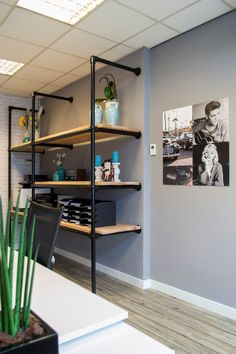 Office design in Helmond. Concept: Industrial meets the A mix and match concept with a Rock and Roll theme. Office Interiors, Interior Design Inspiration, Man Cave, Home Furniture, Sweet Home, Loft, Room Decor, Industrial, Shelves