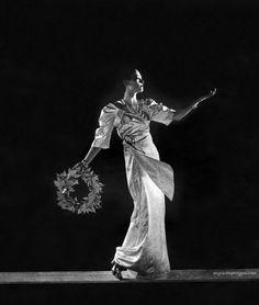 Vogue UK June 1937 -Photo by Edward Steichen  Conde Nast Archive