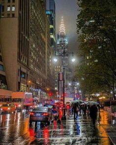 Tavel Bucket List: New York City. Walking on Street in the rain 42nd Street, New York Street, Empire State Building, Christophe Jacrot, New York City, Nova Orleans, City Rain, San Diego, San Francisco