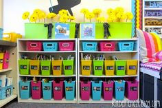 BEAUTIFUL CLASSROOM LIBRARY! this blog post has SO many tips for library organization