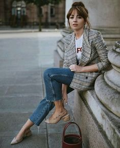 Mode: Blazer zu Jeans und Print-T-Shirt - feminin - New Ideas Womens Fashion For Work, Look Fashion, Trendy Fashion, Winter Fashion, Fashion Outfits, Fashion Ideas, Dress Fashion, Street Fashion, Jackets Fashion