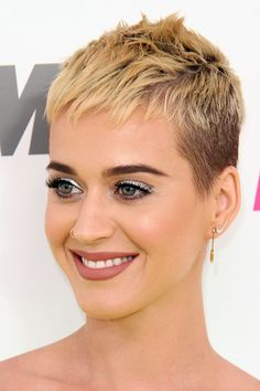 katy perry haircut | Katy Perry Straight Honey Blonde Pixie Cut Hairstyle | Steal Her Style