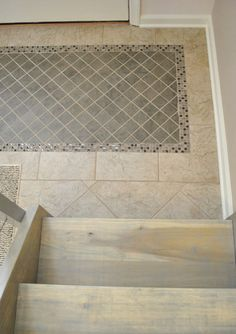 tile inset & mat& Looks cool plus got out of problem of running out of tile! Entryway Flooring, Living Room Flooring, Kitchen Flooring, Bathroom Flooring, Tile Entryway, Kitchen Backsplash, Foyer Design, Tile Design, House Design