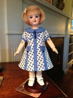 """Bleuette. LSDS pattern """"1936 Pour Protéger Les Jolies robes de Bleuette"""" (Play Smock). Made with Vintage fabric and newer buttons."""