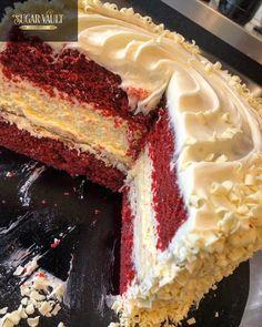 chocolate red velvet cheesecake cake Easy Red Velvet Cupcakes, Red Velvet Cheesecake Cake, Cheesecake Crust, Cheesecake Recipes, Cream Cheese Icing, Graham Crackers, Yummy Cakes, White Chocolate, Bakery