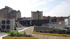Completamente restituito alla città da un intervento di recupero, il ristorante nelle Fonderie Ozanam ha un orto curato dalla Harpo, azienda triestina leader nel verde pensile