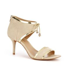 How adorable is this sandal from Sole Society?!? The low heel would make for long term, ouchless wearability!!!