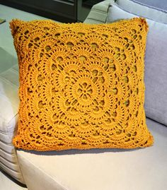 Cushion Cover Pattern, Crochet Cushion Cover, Crochet Cushions, Crochet Pillow, Crochet Lace Edging, Granny Square Crochet Pattern, Crochet Decoration, Crochet Home Decor, Crochet Buttons
