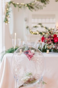 Hand decorated wreath on clear acrylic chair Planificatrice, styliste et fleuriste: @Lulucoeurdebeurre Photographe: @junoweddingphot Calligraphie: @neilsonletters Clear Chairs, Wreath Drawing, Letters, Wedding Ideas, Wreaths, Table Decorations, Home Decor, Planner Organization, Personal Stylist