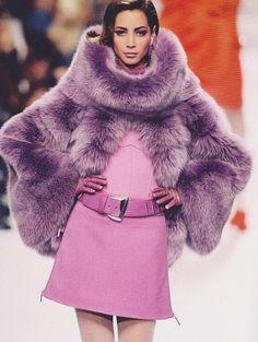 Фотографии Christy Turlington – 82 альбома Fur Fashion, Runway Fashion, High Fashion, Winter Fashion, Fashion Looks, Fashion Outfits, Womens Fashion, Purple Fashion, Vogue Fashion