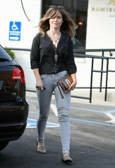 Celebs in Jeans: Sophia, January & Reese - Sophia Bush January Jones and Reese Witherspoon were all spotted this week out, around and about in casual outfits: tight jeans, flats. Jean Outfits, Chic Outfits, Fashion Outfits, Sophie Bush, Celebrity Pictures, Celebrity Style, Reese Witherspoon, Pants Outfit, Belted Dress