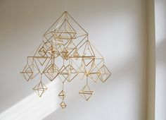 Himmeli- straw and thread Mobiles, Straw Art, Arts And Crafts, Diy Crafts, Handmade Ornaments, Diy Projects To Try, Decoration, Design Inspiration, Crafty