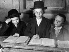 Yeshiva boys photographed by Margaret Bourke White. Jewish History, Jewish Art, Cultura Judaica, Margaret Bourke White, Sign Of The Cross, Get Educated, Judaism, Book Reader, Life Magazine
