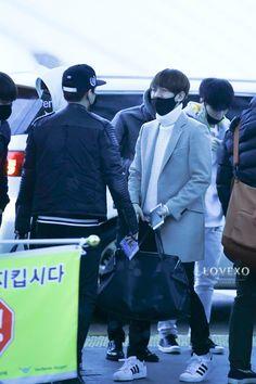 Baekhyun, Xiumin - 141231 Incheon Airport, departing for Guangzhou Credit: LOVEXO. (인천공항 출국)