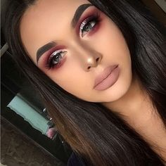 Sorry i haven't uploaded any recent makeup looks for you all, IG wouldn't let me post anything until now and i have no idea why! So heres todays look! Details: - FACE - @maccosmeticsuk Studio fix fluid @tartecosmetics Shape tape concealer @lauramercier Translucent powder @benefitcosmeticsuk Hoola bronzer @katvondbeauty Shade and light contour @anastasiabeverlyhills Sweets glow kit : Marshmallow - EYES - @morphebrushes 35B & 35C palette @certifeye Silver glitter pigment…