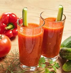 Garden Vegetable Juice: 2 large stalks celery, 2 cucumbers, 2 large carrots, 3 large tomatoes, 1 cup chopped spinach, 1 yellow/red pepper