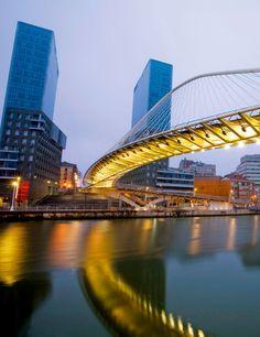 Torres de Isozaki, Bilbao, escenario de EL RENCOR DE LA MONTAÑA INSOMNE www.samuelvernal.com