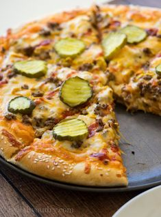 It's National Cheeseburger Day! Switch it up with making Cheeseburger Pizza by I Wash You Dry. Not only does this pizza have all the goodness of your favorite cheeseburger, but it also has my absolute favorite sauce as the base… fry sauce!! Pizza Recipes, Easy Dinner Recipes, Cooking Recipes, Dinner Ideas, Skillet Recipes, Cooking Gadgets, Fun Recipes, Barbecue Recipes, Barbecue Sauce