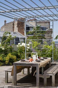 Une pergola est une bonne idée pour faire de l'ombre sur une terrasse en plein soleil.