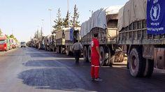 Der Konvoi mit den 31 Lastwagen, die als Hilfsgütertransporte gekennzeichnet…
