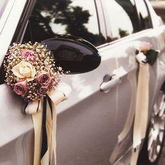 Auto Spiegel-/ Türstrauß, € - Wedding World Wedding Goals, Dream Wedding, Wedding Day, Wedding Car Decorations, Decor Wedding, Just Married Car, Bridal Car, Car Mirror, Mirror Door