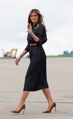 Fashion Notes: Melania Trump Gets Western in Denim Shirt Dress Leather-Tipped Manolo Blahniks - Denim Shirt Dress - Ideas of Denim Shirt Dress Milania Trump Style, First Ladies, Look Office, First Lady Melania Trump, Melania Trump Dress, Midi Shirt Dress, Denim Shirt Dress Outfit, Leather Shirt Dress, Leather Dresses