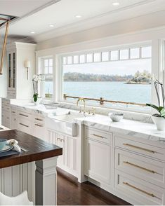 Stylish lakefront home with all white kitchen, marble countertops, and brass har. - Stylish lakefront home with all white kitchen, marble countertops, and brass hardware accents - Home Interior, Interior Design, Interior Ideas, Modern Interior, Interior Livingroom, Luxury Interior, Haus Am See, Sweet Home, All White Kitchen