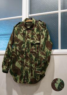 画像1: デッドストック ポルトガル軍70sリザードカモヘリンボーンフィールドシャツ (1)