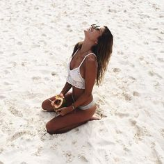 Get a sexy, golden sunless tan using one of the best self-tanner options out there Summer Pictures, Beach Pictures, Greece Outfit, Best Self Tanner, Swimsuits, Bikinis, Swimwear, Shotting Photo, Poses Photo