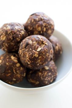 Easy 10 Minute Chocolate Peanut Butter Energy Bites