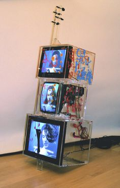 Nam June Paik: Tv Cello,2000.                                                                                                                                                                                 Más