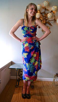 vintage hawaiian dress / vintage dress / xtabay -- hey, it's me! In an AMAZING vintage hawaiian dress! Hawaiian Wear, Vintage Hawaiian, Hawaiian Dresses, Sarong Dress, Sarong Wrap, Vintage Dresses, Vintage Outfits, Vintage Clothing, 1940s Fashion