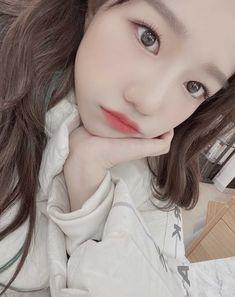 Cute Korean Girl, Korean Girl Groups, Eyes On Me, Baby Tumblr, Yu Jin, The Wiz, Kpop Girls, Cool Girl, Thats Not My