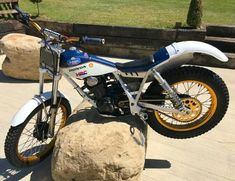 Honda Motorcycles, Vintage Motorcycles, Trial Bike, Mechanical Art, Motorcycle Art, Classic Bikes, Trials, Offroad, Barn