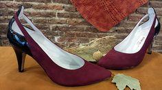 Zapatos de punta fina en ante burdeos y charol negro, la nueva colección otoño-invierno. A ésta horma se le puede poner plataforma y tacón alto.