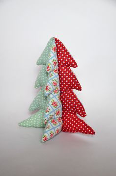 Coussin sapin décoratif rouge, bleu et vert : Textiles et tapis par pretty-bazar
