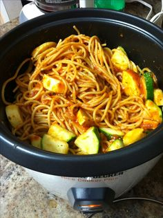 Rice Cooker Spaghetti w/ Veggies - Kitchenability Rice Cooker Pasta, Aroma Rice Cooker, Rice Cooker Steamer, Rice Cooker Recipes, Multi Cooker Recipes, Rice In Crockpot, Pasta Recipes, Rice Recipes, Cooking Recipes