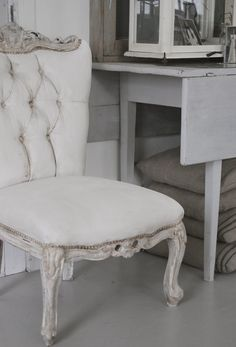 the chair, after being painted with chalk paint(velvet fabric was painted over… Shabby Chic Chairs, Shabby Chic Furniture, French Furniture, Farmhouse Furniture, Painted Chairs, Painted Furniture, French Country Dining Chairs, Barn Wood Projects, Diy Projects
