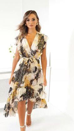 Clara Chiffon Wrap Maxi Dress at ikrush Cute Casual Dresses, Trendy Dresses, Modest Dresses, Elegant Dresses, Day Dresses, Dress Outfits, Short Dresses, Fashion Dresses, Chiffon Dresses