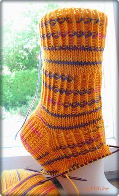 Fido: Jovanka's pattern 48 total stitches needle: mus … - Knitting and Crochet Knitting Patterns, Crochet Patterns, Learn How To Knit, Patterned Socks, Designer Socks, 5 W, Knitting Socks, Start Knitting, Top Pattern