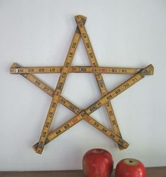 anything goes here: folding ruler stars. just in time for the fourth of july Ruler Crafts, Craft Stick Crafts, Wood Crafts, Diy And Crafts, Arts And Crafts, Craft Ideas, Adult Crafts, Vintage Christmas, Christmas Time