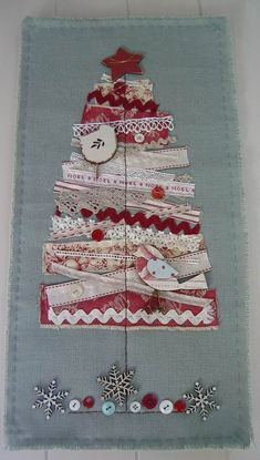 I have to make a few for Christmas. scrap fabric wall hanging - christmas tree applique using scraps of fabric and ribbon on plain fabric Wall Hanging Christmas Tree, Pretty Christmas Trees, Christmas Makes, Noel Christmas, Handmade Christmas, Christmas Decorations, Christmas Ornaments, Christmas Ribbon, Purple Christmas