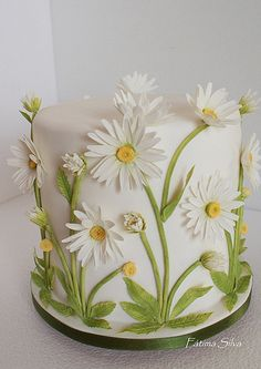 Fátima Silva Bolos Designer Janeiro – Wedding Cakes for Beautiful Brides Gorgeous Cakes, Pretty Cakes, Amazing Cakes, Fondant Cakes, Cupcake Cakes, Fondant Cake Designs, Fondant Cake Decorations, Car Cakes, Cake Fondant