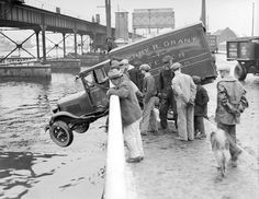 """Lots of old picture of car accidents! Old School (not so) Cool! : """"Vintage everyday: Old Photos of Car Accidents"""""""