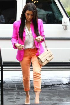 loving the pink blazer. All Fashion, All About Fashion, Passion For Fashion, Fashion Outfits, Orange Jeans, Kardashian Style, Swagg, Spring Summer Fashion, Celebrity Style