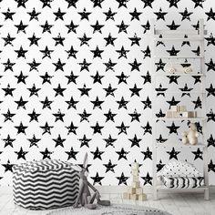 Ταπετσαρία τοίχου με μοτίβο από ζωγραφισμένα αστέρια. Ασπρόμαυρη κομψότητα, σε ένα παιδικό δωμάτιο! #kidswallpaper #παιδικέςταπετσαρίες #μαύρααστέρια #ταπετσαρίαμεαστέρια