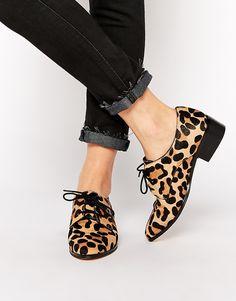 Chaussures Richelieu plates effet poulain à motif animal en 38